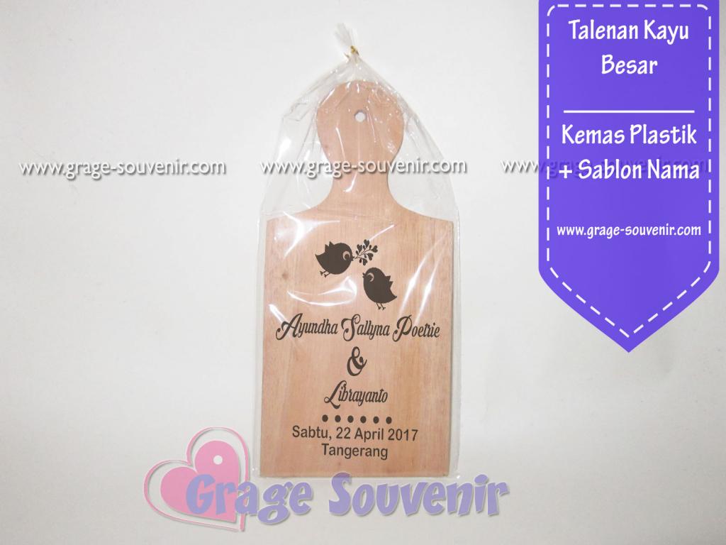 souvenir talenan kayu besar kemas plastik